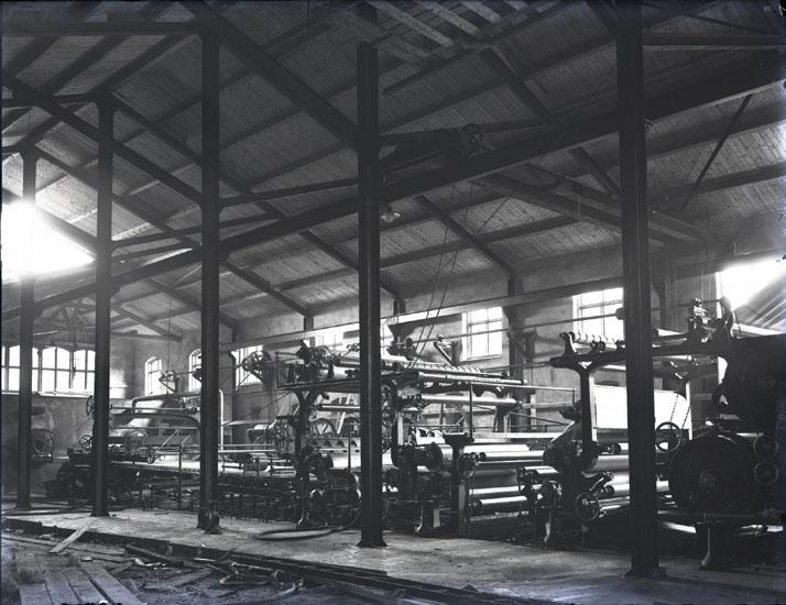 """Interiör af Munkedals fabrik."""