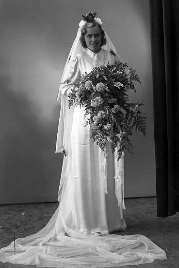 "Enligt fotografens journal nr 7 1944-1950: ""Johnsson, Bruden Turisthotellet""."