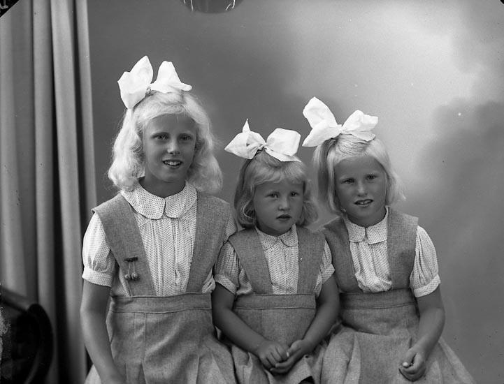 """Fotografens notering: """"Fru Brita Svensson, Uppegård Stenungsund""""."""
