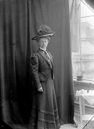 "Enligt fotografens journal nr 1 1904-1908: ""Nilsson, Fr. Helga Göteborg""."