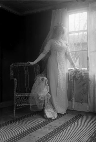 """Enligt fotografens journal nr 2 1909-1915: """"Meisner, Fru Anna, Byn Ödsmål""""."""