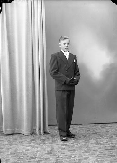 """Enligt fotografens journal nr 7 1944-1950: """"Eriksson, Allan Lasshammar Här""""."""