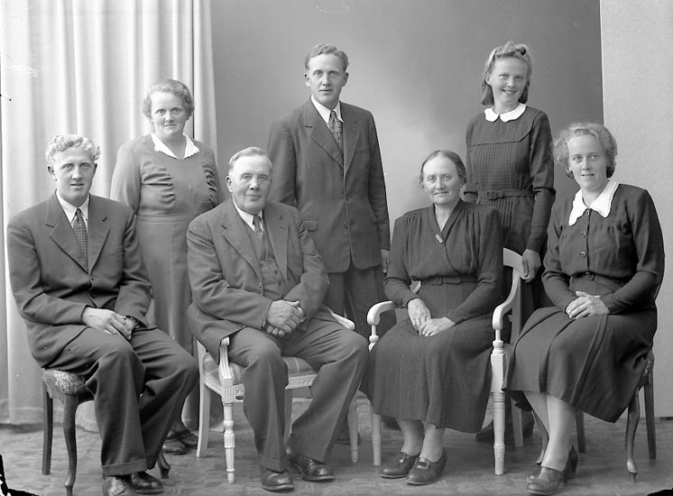 "Enligt fotografens journal nr 7 1944-1950: ""Adielsson, Herr Hjalmar Tunge Jäger""."