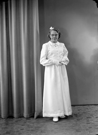 """Enligt fotografens journal nr 7 1944-1950: """"Stehr, Märit Stenungsund""""."""