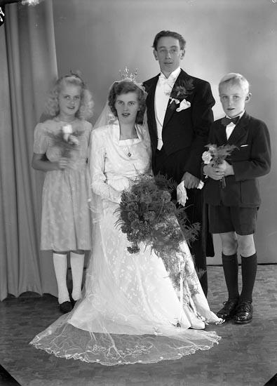 """Enligt fotografens journal nr 7 1944-1950: """"Skoglund, Herr Arne Evenås Ödsmål""""."""