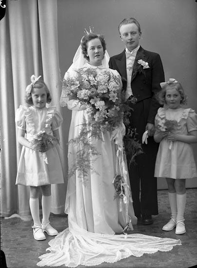"Enligt fotografens journal nr 8 1951-1957: ""Myrberg, Herr Göte Kvarng. 13, Borås""."