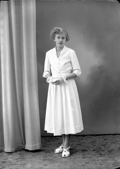 """Enligt fotografens journal nr 8 1951-1957: """"Joelsson, Astrid, Husebacken, Svenshögen""""."""