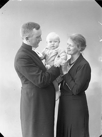 """Enligt fotografens journal nr 6 1930-1943: """"Gellerstam, Nils Här""""."""