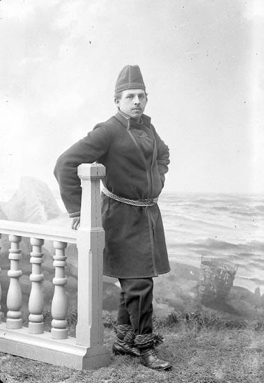 """Enligt fotografens journal nr 2 1909-1915: """"Magnusson, Tage Mårten Krakowsg. 14 Gbg""""."""