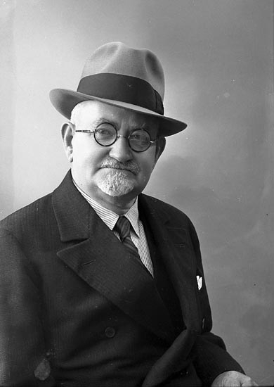 "Enligt fotografens journal nr 6 1930-1943: ""Tidholm, Ingeniör Stenungsund""."