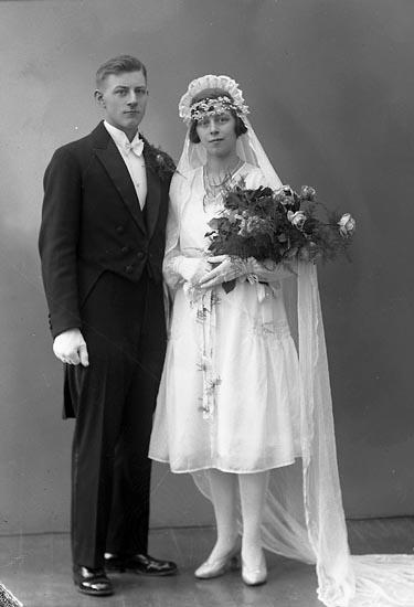 """Enligt fotografens journal nr 6 1930-1943: """"Larsson, Oskar Hemlins Kungälv""""."""