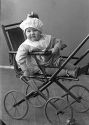 """Enligt fotografens journal nr 4 1918-1922: """"Karlsson, Fru Ap"""