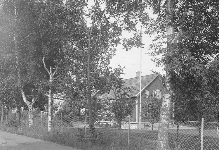"""Enligt fotografens journal nr 6 1930-1943: """"Nyman, Direktör Karl Här""""."""