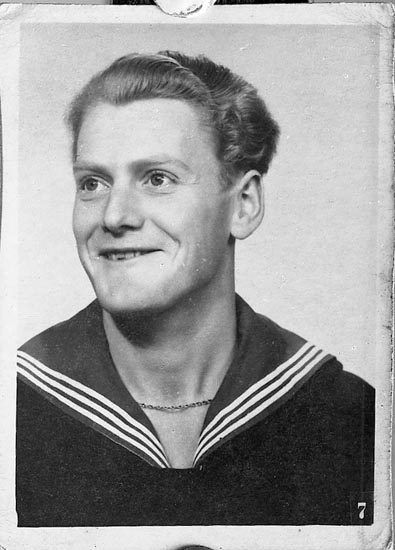 "Enligt fotografens journal nr 8 1951-1957: ""Andersson, Fru Gerda, Karseröd Kleva, Orust kopia""."