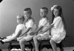 """Enligt fotografens journal nr 5 1923-1929: """"Enander, Barnen"""