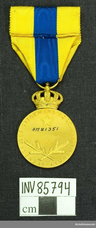 Grupp M.  Lika med nr 21352 och nr 21353; dock är medaljen matt förgylld. Randen märkt lika med de båda föregående.