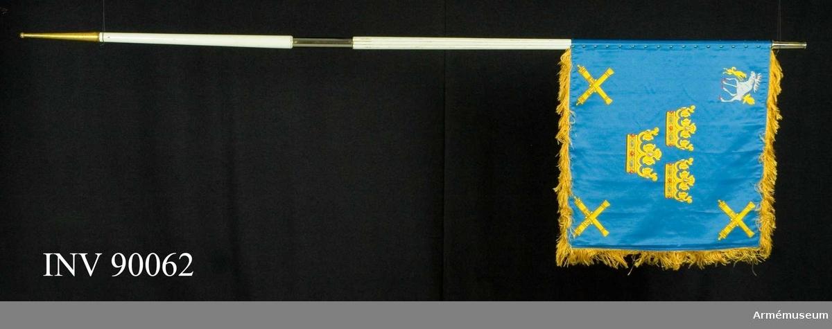 """Text på doppsko: """"Vaktstandar tillverkad 1986 Kungliga Norrlands Artilleriregemente 16 juni 1938 Gustav V"""""""