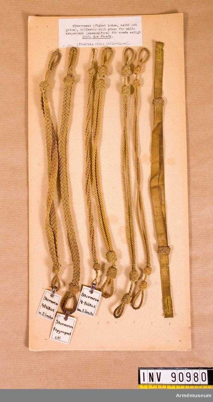 Mössremmar (flätad träns, snodd och galon), tillbehör till mössa för sällskapsdräkt (mässuniform) för armén enligt 1946-års försök. (försöken vilar tillsvidare),
