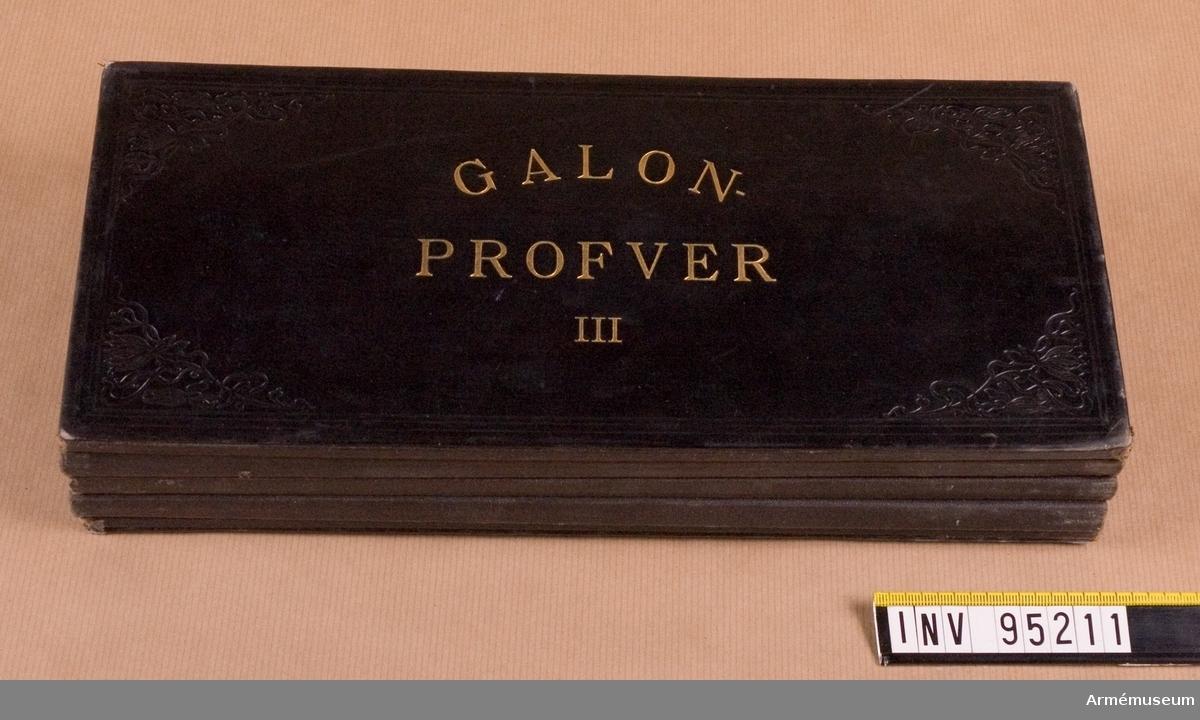Galonprofver III. Provbok med olika galonprover.
