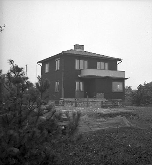 """Text till bilden: """"Folke Olssons hus i Åkerbräcka. 1945.06.07"""". ::"""