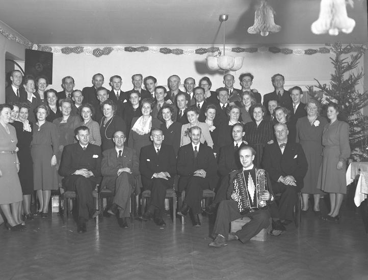 """Text till bilden: """"Brandkåren, fest på Tärnan. 1946.12 28""""."""