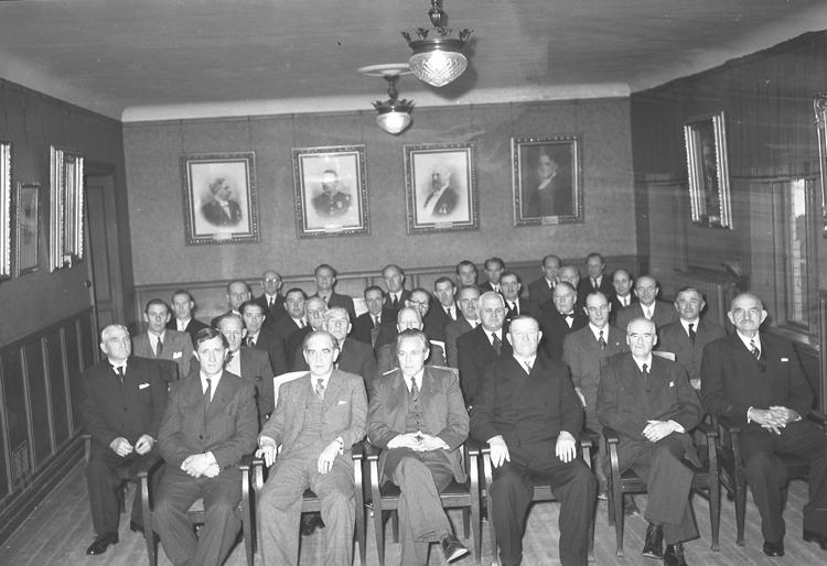 """Text till bilden: """"Bohusläns Allm. Sjukförsäkringskassan. 80 år. 1949.11.26"""""""