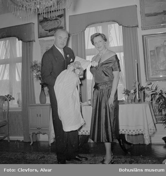 """Text till bilden: """"Barndop. Skeppsred. Hakon Onstad, Munkedal. 1954.04.19""""           i"""