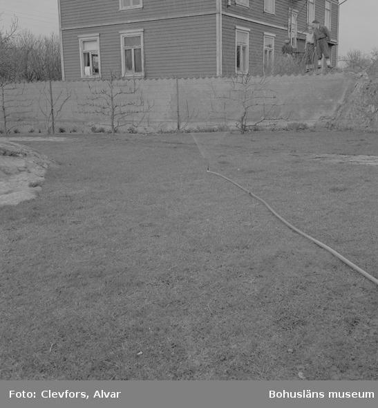 "Text till bilden: ""Gullmaren Pres Co. Vattenspridare. 1954.05.03""           i"