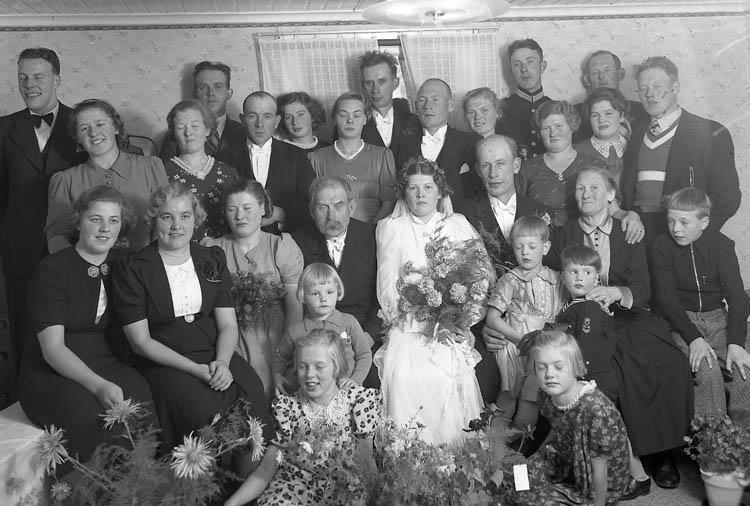 """Text till bilden:""""Bröllop. Bengt Johansson""""."""