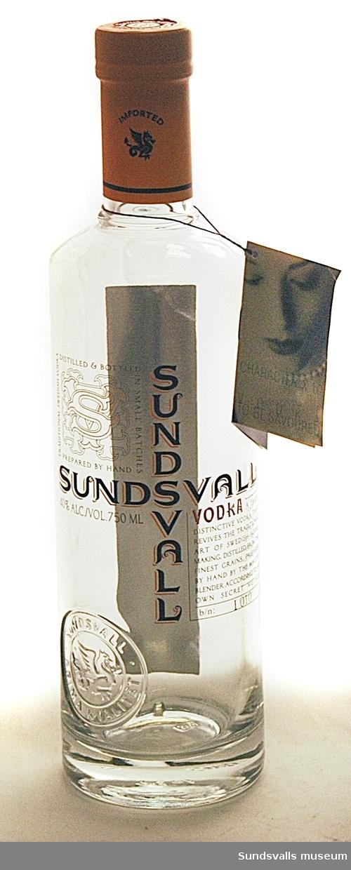 Fortsättning på fält 14: Traditional Swedish vodka distilled & bottled in small batches prepared by hand. 40% alc./vol. 750 ml