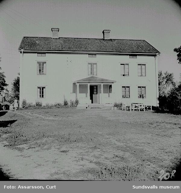 Alb.Lundins mangårdsbyggnad i Nävsta, tidigare folkhögskola.