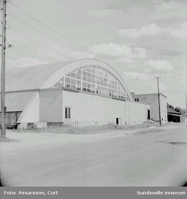 Tennishallen. Universitetsallén (då Fabriksgatan 12). Uppförd 1937 och riven omkring 1990.