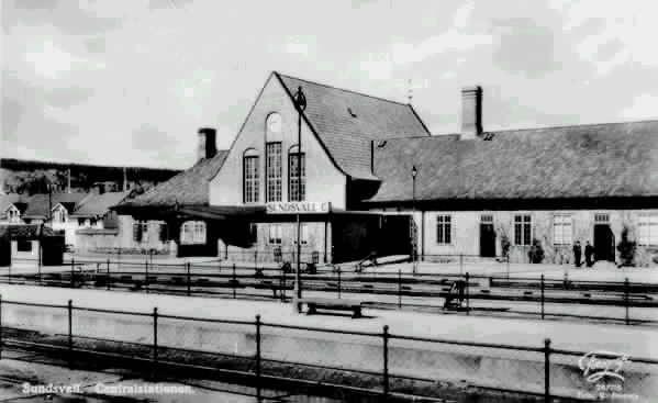 """Centralstationen. Text på vykortet """"Sundsvall. Centralstationen. Foto G, Reimers""""."""