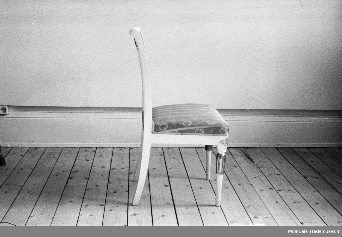"""En stol tillverkad av Johannes Andersson i Lindomeby, cirka 1800. Modellen kallas för """"Nollstol""""."""