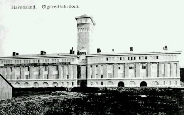 """Tobaksmonopolet. Text på vykortet """"Härnösand. Cigarettfabriken""""."""