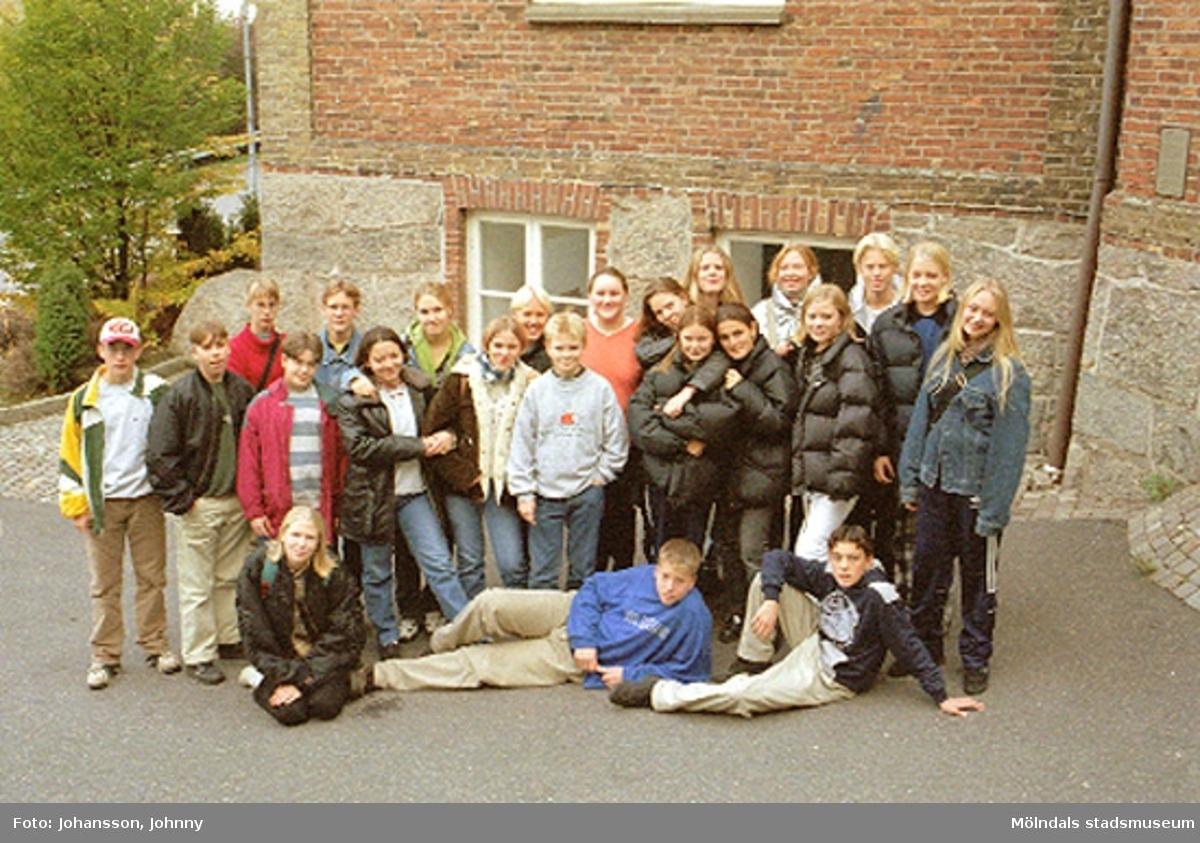 MMF1996:1382-1386 Kvarnbyskolan 9 D. MMF1996:1387-1395 Kvarnbyskolan 9 A.MMF1996:1396-1397-1402-1403 Kvarnbyskolan 9 C. MMF1996:1398-1401-1404-1405 Åbyskolan 8 A.Se även MMF1996:0913-0940.