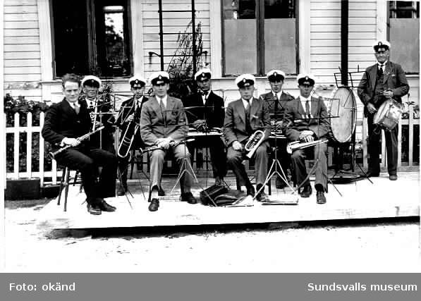 Heffners musikkår omkring 1920-25. Sjätte man från vänster John Alexander Jonsson.