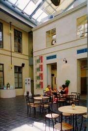 Postmuseum. Det inglasade torget en trappa upp. Lilla Nygatan 6. Stockholm.