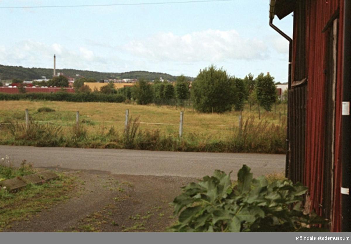 Rivning av lada.Brännåsvägen 13, Kv. Forsåker 1:208. September-oktober 1998.