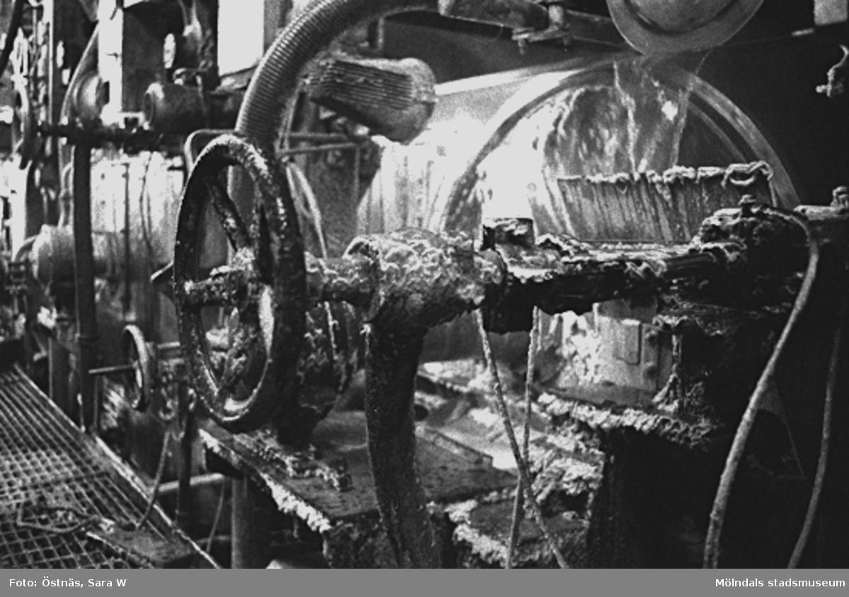 Maskin för papperstillverkning, 1980-tal.Bilden ingår i serie från produktion och interiör på pappersindustrin Papyrus.