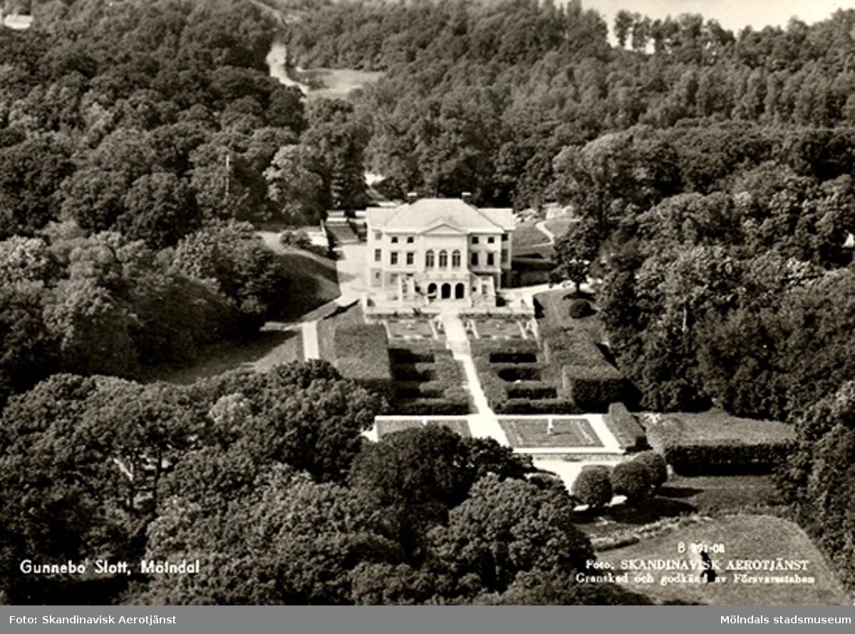 Flygfoto över Gunnebo slott, ca 1950 - 60-talet. Vykort.