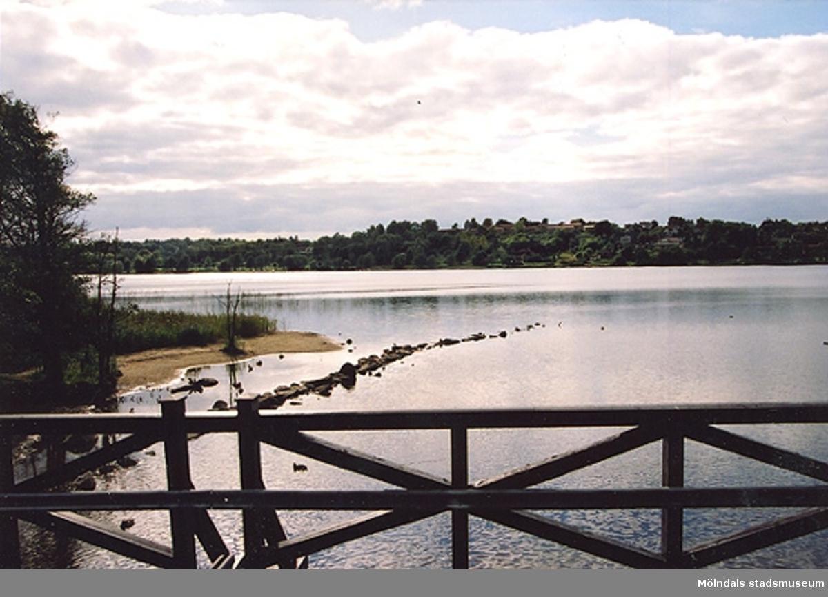 Gunnebo bro med utsikt över Stensjön. Våren 1996?
