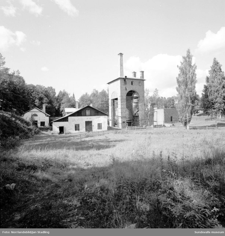 Exteriörbilder på Galtströms bruk i Njurunda. Galtströms bruk var verksamt från 1672 till 1918.