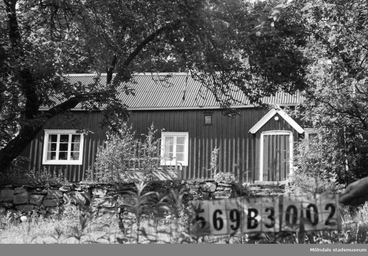 Byggnadsinventering i Lindome 1968. Fagered 1:36. Hus nr: 569B3002. Benämning: permanent bostad. Kvalitet: mindre god. Material: trä. Tillfartsväg: framkomlig. Renhållning: soptömning.