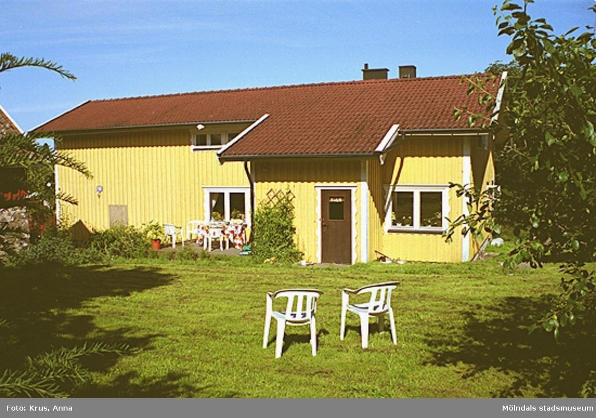 Kimmersbo 1:39. Boningshus med uteplats sett från sydost.