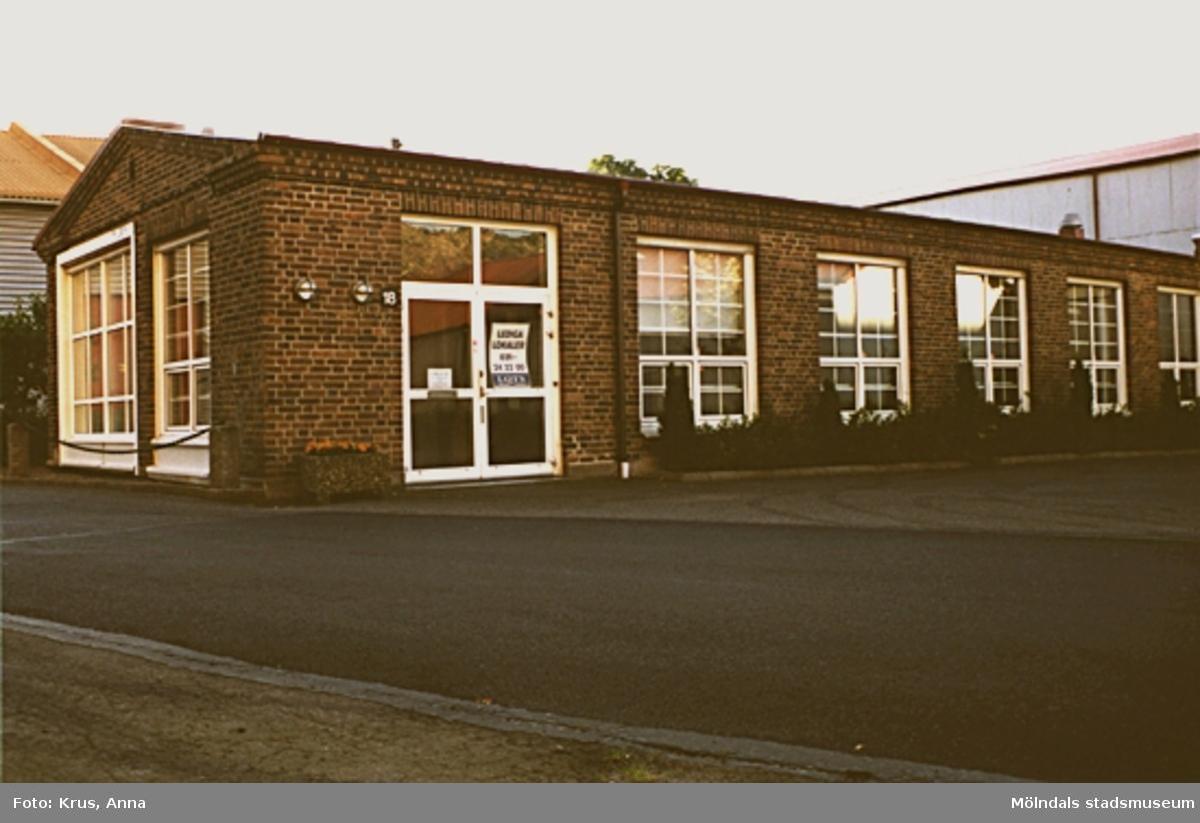Kängurun 18. Krokslätts fabriker. Envåningsbyggnad från öster, mittemot spinneriets norra gavel.