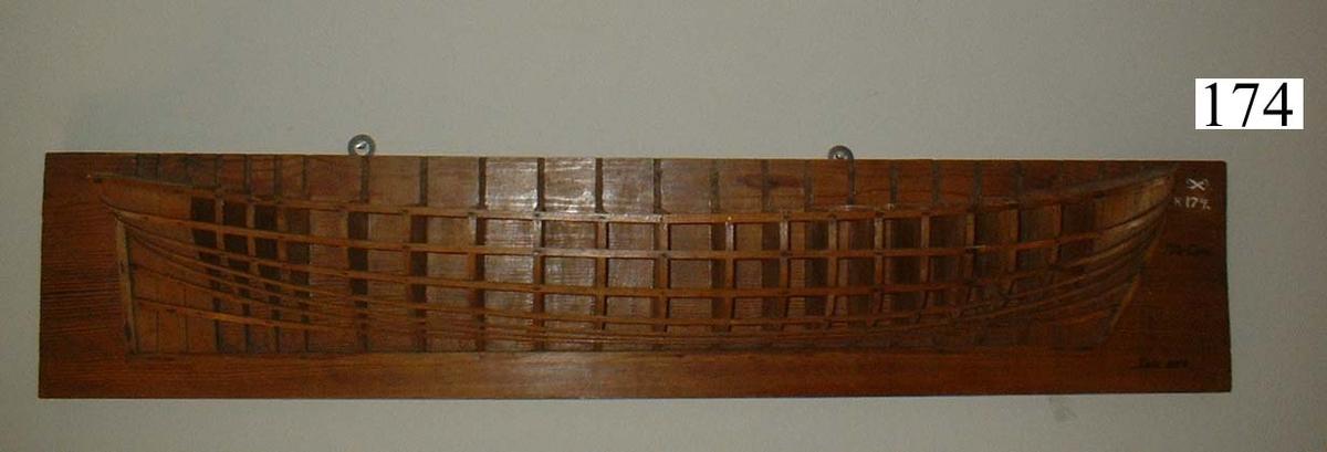 Gavelmodell, av trä, å 74-kanonskepp, byggt å örlogsvarvet i Karlskrona 1804.