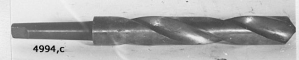 Borr, spiral-. Av kolstål. Märkning: 48. Genomskuren.
