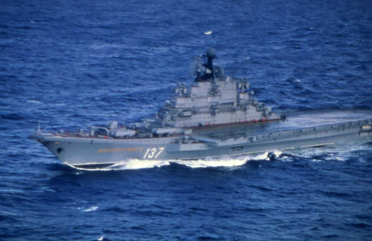 Russisk hangarskip av Kiev - klassen og heter Novorossiysk med nr. 137.