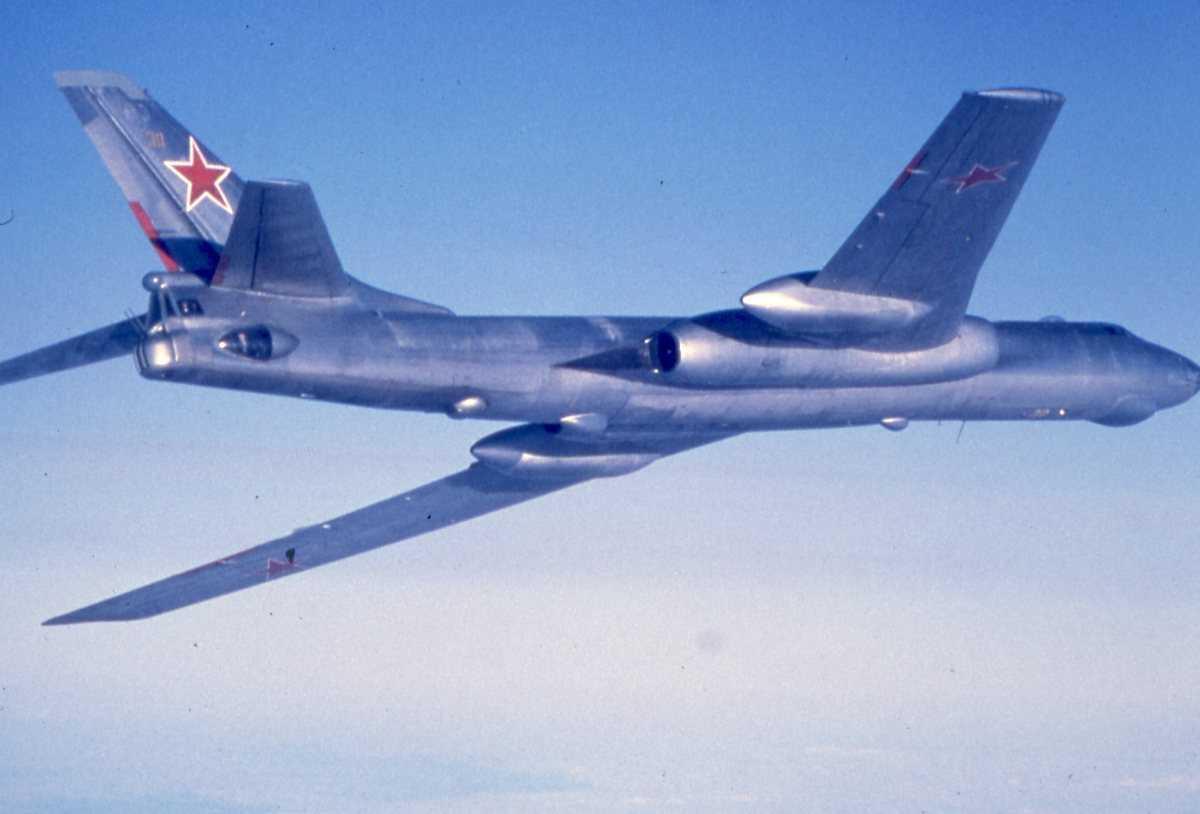 Russisk fly av typen Badger E med nr. 30.
